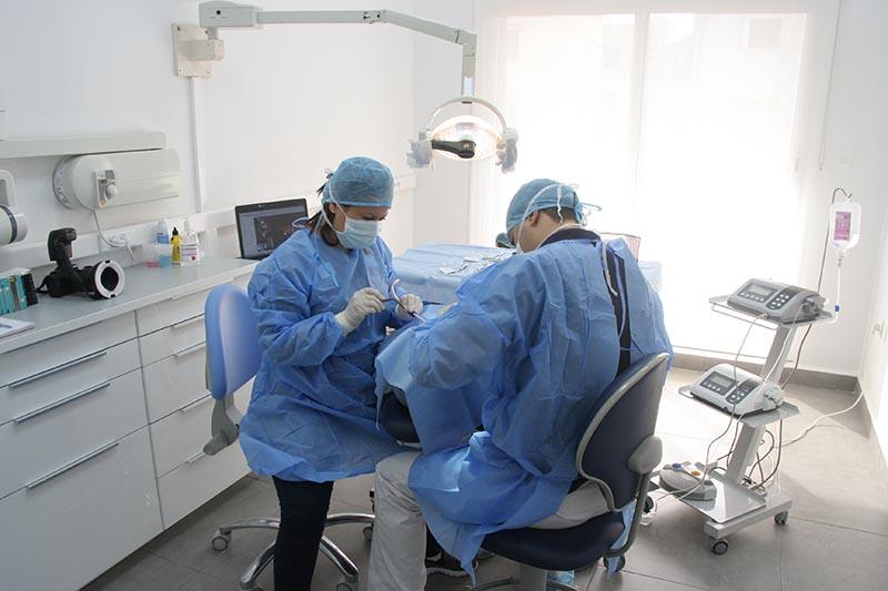 Clinique à Alger : salle de chirurgie deux