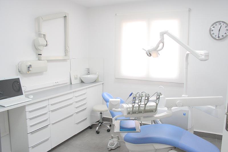 Clinique à Alger : salle de soins et chirurgie