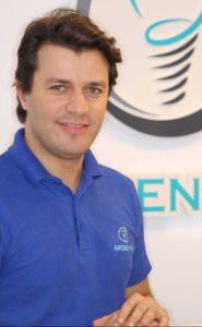 د.رياض الدحيمن - طبيب متخصص في زراعة الأسنان الجزائر العاصمة.